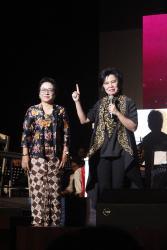 Adi Utarini initroduced Yayi S Prabandari-Conductor of Paramaksi choir